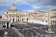 Pope Celebrates Easter Mass With Message of Peace for Syria and North Korea