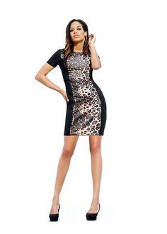 Rochie elegantă cu o formă necomplicată care evidenţiază şic corpul