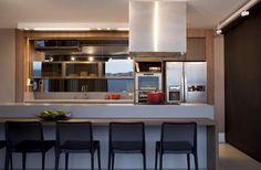 Saiba quais são os pontos importantes que devem ser lembrados na hora da compra e inspire-se com mais de 50 ideias de como usar banquetas na cozinha