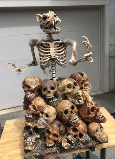 Skull pile with animated circular motion werewolf using wiper motor Halloween Yard Displays, Halloween Haunted Houses, Creepy Halloween, Halloween Skeletons, Spooky Halloween, Halloween Stuff, Scary Decorations, Diy Halloween Decorations, Animated Halloween Props