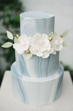 What a beautiful, simple wedding cake! Blue and white marble wedding cake with white flowers and greenery for a modern, industrial wedding Summer Wedding Cakes, Floral Wedding Cakes, White Wedding Cakes, Wedding Cakes With Flowers, Elegant Wedding Cakes, Beautiful Wedding Cakes, Wedding White, Wedding Cake Simple, Cake With Flowers