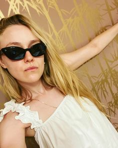 Dakota Fanning, Elle Fanning, Fanning Sisters, Daughter Of Zeus, Nice Tops, Cat Eye Sunglasses, People, Persephone, Folk