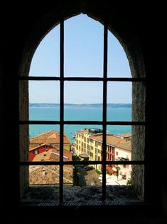 The view from Scaliger Castle in Sirmione (http://www.venice-italy-veneto.com/holiday-on-lake-garda.html)