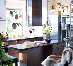 Akurum Kitchen with Adel medium brown doors and drawer fronts (Fagleboda black handles and Pragel mineral effect countertop in melamine foil)
