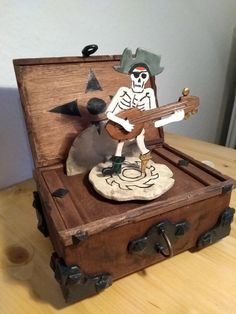 """XBox """"Game Sea of Thieves"""" .This is an Artwork Musicbox from me. This is Handmade, no 3D Printer. Wood, brass, metal, PVC, etc."""