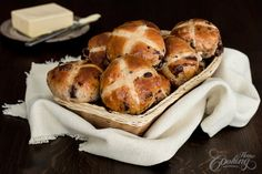 Chocolate Chunk Hot Cross Buns - with raisins, spices and lots and lots of chocolate inside. These buns are soft, light, very flavorful and chocolaty, some of the chocolate chunks get melted while baking which is awesome. Beignets, Homemade Crescent Rolls, Baked Doughnuts, Donuts, Braided Bread, Sweet Buns, Hot Cross Buns, Dry Yeast, Have Time