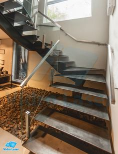 escada de ferro, escada de vidro, escadas, escadas residenciais L Shaped Stairs, Glass Stairs, Steel Stairs, Staircase Design, Conservatory, Ideas Para, Laundry Room, Loft, Indoor