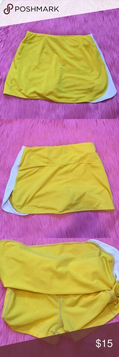 Yellow and white Wilson tennis skirt Yellow and white Wilson tennis skirt perfect for playing tennis or working out my out. Size S. Wilson Skirts