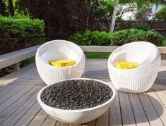 Happy Friday! We are ending this week with one of our favorite things: fire pit inspiration. Cool Fire Pits, Diy Fire Pit, How To Clean Burners, Outdoor Fire, Outdoor Decor, Gas Fire Table, Modern Outdoor Living, Natural Gas Fire Pit, Modern Fire Pit
