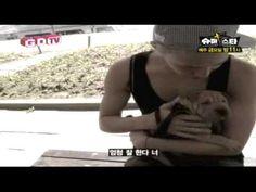 G-DRAGON - Walking with His dog 'Gaho'