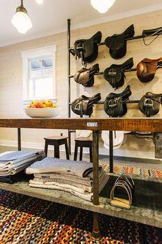 a stunning tack room. Look at those saddle racks
