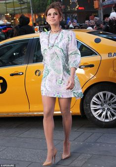 Find Out Why Eva Mendes Refuses To Wear Sweatpants (Hint: It's Ryan Gosling! Eva Mendes And Ryan, Eva Mendes Body, Divas, Eva Mendes Collection, Post Baby Body, Eva Longoria, Great Legs, Celebrity Look, In Pantyhose