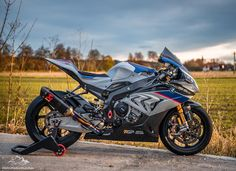Moto Bike, Motorcycle Bike, Ducati, Moto Wallpapers, Bike Gang, Cafe Racer Honda, Kawasaki Zx10r, Motorcycle Wallpaper, Bmw S1000rr