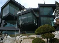 You can get really creative with laminated glass and utilize it to enjoy the benefits that come along with it. Check out some of the ways you can transform your home or business simply by going with laminated glass. Laminated Glass, Glass House, Canning, Mansions, House Styles, Creative, Business, Check, Home Decor