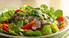 Satisfy the meat lovers and the veggie lovers at your table with this quick-cook main-dish salad.