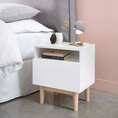 20 Top Retro Bedside Table Design Ideas for Your Classic Bedroom Furniture Showroom, Paint Furniture, Cheap Furniture, Discount Furniture, Furniture Plans, Furniture Design, Kitchen Furniture, Furniture Movers, Retro Bedside Tables
