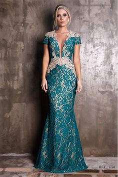 Freaking love it Evening Dresses, Prom Dresses, Formal Dresses, Pretty Outfits, Pretty Dresses, Lace Dress, Dress Up, Beautiful Gowns, Elegant Dresses