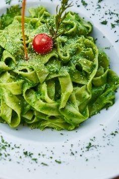 Brokkoli pesto tészta - Vegán Kaják Pesto, Cabbage, Spaghetti, Vegetables, Ethnic Recipes, Food, Essen, Cabbages, Vegetable Recipes