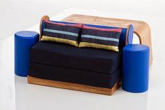 Maquete de Mobiliário Muito bom ter participado de um trabalho como esse! Maquete de Mobiliário - Escala 1/4 - Projetado pela Designer Hélen Vanessa Kerkhoff.