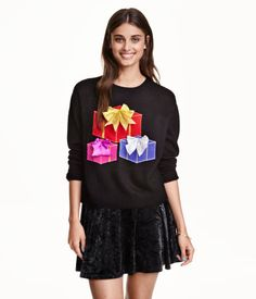 Jumper in a soft knit with dropped shoulders and long sleeves.