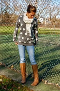 White circled sweater, white scarf, jeans and long brown boots style for fall