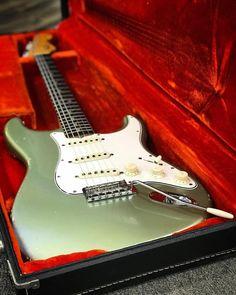 24 Great Electric Guitar Pedals Multi Effects Electric Guitars Hollow Body Case #guitarlovers #guitarporn #ElectricGuitar
