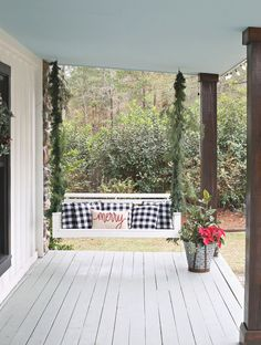 23 Free DIY Porch Swing Plans & Ideas to Chill in Your Front Porch - Interior Pedia Porch Swing Home Depot, Porch Swings For Sale, Balcony Swing, Patio Swing, Costa, Christmas Porch, Christmas Decorations, Christmas Photos, Christmas 2019