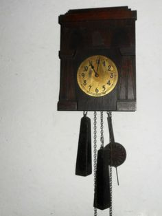 RARE-ANTIQUE-MISSION-STYLE-BLACK-FOREST-AMERICAN-CUCKOO-CLOCK-WORKING-PHILADELPH