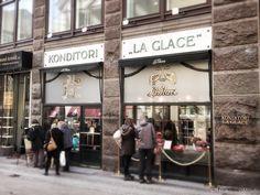 LA GLACE Konditori est la plus ancienne (1870) et surement l'une des meilleures adresses danoise pour  satisfaire votre gourmandise. Macarons, pâtisserie, viennoiserie, gâteaux,... difficile de résister. À voir absolument ! Copenhague. Francis, 2013 I Francisapp.com