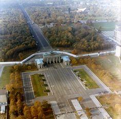 Luftbildaufnahmen der Berliner Mauer am Brandenburger Tor und am Reichstag
