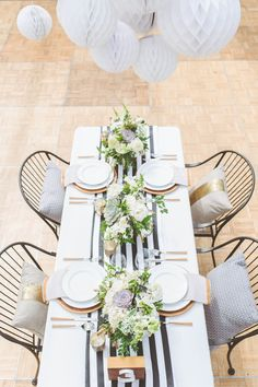 Striped table runner (but w natural table cloth and pops of color) Striped Table Runner, Beautiful Table Settings, Deco Table, Thanksgiving Table, Decoration Table, Dinner Table, Wedding Table, Wedding Ideas, Confetti