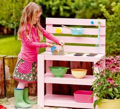 It may be gematscht! Here is the guide for a mud kitchen - Trend Kitchen Decoration Garden Projects, Diy Projects, Pallet Kids, Pallet Jack, Mud Kitchen, Ikea Kids, Backyard Playground, Garden Chairs, Outdoor Fun