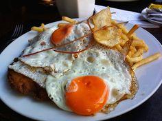 Escalope de filet mignon à cavalo, com batatas fritas...