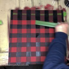 How to Paint a Buffalo Check Plaid Sign Background Plaid Christmas, Christmas Wood, Christmas Projects, Holiday Crafts, Buffalo Check Christmas Decor, Xmas, Christmas Ideas, Christmas Decorations, Do It Yourself Inspiration