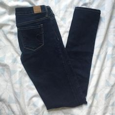 AE Dark wash Skinny Jeans Pre-loved item. But only worn a few times. So these are in fantastic shape. The inseam is 33 inches. If any questions please feel free to ask❤️.... American Eagle Outfitters Jeans Skinny