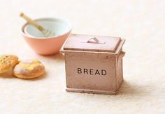 Items similar to Dollhouse Accessories- Shabby and Chic Pale Pink Bread Box on Etsy Miniature Kitchen, Miniature Crafts, Miniature Fairy Gardens, Miniature Food, Miniature Tutorials, Vintage Bakery, Shabby Chic Antiques, Dish Drainers, Bread Boxes
