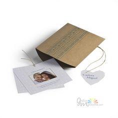 Invitación de boda en caja marrón