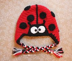 Crochet Ladybug Hat Pattern Christmas is over but if you're like me, you still have a lot of red yarn in your stash. This ladybug hat is . Bonnet Crochet, Crochet Cap, Crochet Beanie, Cute Crochet, Crochet Crafts, Crochet Projects, Crochet Santa, Crochet Granny, Diy Projects