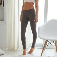 Aerie Chill Legging ($11) ❤ liked on Polyvore featuring pants, leggings, grey, legging pants, long leggings, long pants, elastic waist pants and gray pants