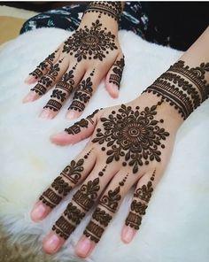 Simple Mehndi Designs Fingers, Full Mehndi Designs, Latest Bridal Mehndi Designs, Henna Designs Feet, Finger Henna Designs, Legs Mehndi Design, Mehndi Designs For Girls, Mehndi Designs For Beginners, Mehndi Design Photos