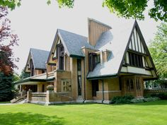 Owning a Frank Lloyd Wright property in Chicagoland; Frank Lloyd Wright homes currently listed on the Chicago real estate market Frank Lloyd Wright Buildings, Frank Lloyd Wright Homes, Autocad, Amazing Architecture, Architecture Design, Organic Architecture, Residential Architecture, Oak Park Illinois, Moore House