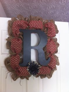 Square Burlap Wreath on a picture frame.  Awesome!