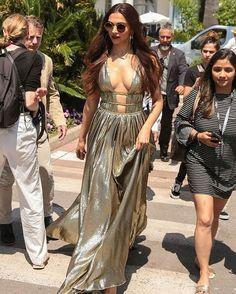 Indian Actress Deepika Padukone at Cannes Film Festival 2018 Indian Bollywood Actress, Bollywood Actress Hot Photos, Indian Actress Hot Pics, Bollywood Girls, Beautiful Bollywood Actress, Most Beautiful Indian Actress, Bollywood Fashion, Bollywood Bikini, Actress Pics