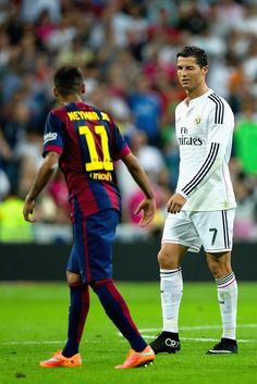 Cristiano Ronaldo of Real Madrid CF winks at Neymar of Barcelona during the La Liga match between Real Madrid CF and FC Barcelona at Estadio Santiago Bernabeu on October 2014 in Madrid, Spain. Neymar Jr, Cr7 Messi, Ronaldo Real Madrid, Best Football Team, World Football, Good Soccer Players, Football Players, Neymar Barcelona, Ronaldo Photos