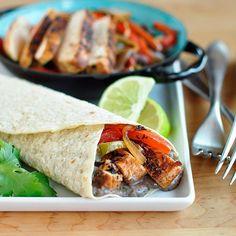 #Recipe: Chipotle Chicken Fajitas with Creamy Black Bean Spread