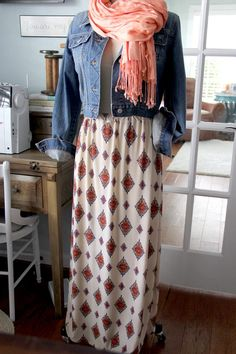 An easy maxi skirt DIY. Perfect for beginner seamstress, sew a maxi skirt for the perfect closet wardrobe staple for transitioning from Summer to Fall.