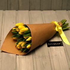 Букет из 19 желтых Тюльпанов в Крафте