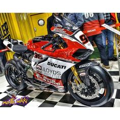 1199 panigale Via : Check out his feed riders. Street Fighter Motorcycle, Motorcycle Dirt Bike, Moto Bike, Motorcycle Design, Moto Ducati, Ducati Motorcycles, Ducati 1199 Panigale, Custom Sport Bikes, Ride Out