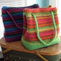Bigger (& Biggest) Booga Bag : Knitted and felted striped bags. mine is orange with leather handles Crochet Shell Stitch, Knit Or Crochet, Crochet Bags, Knitting Projects, Knitting Patterns, Felted Wool Crafts, Felt Purse, Striped Bags, Knitted Bags