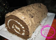 Bûche au chocolat et au mascarpone avec son glaçage crème au beurre meringuée (gâteau roulé)